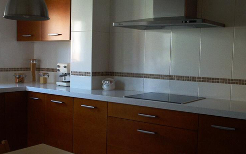 Revestimientos de cocina consejos tiles imagen y dise o - Revestimiento pared cocina ...
