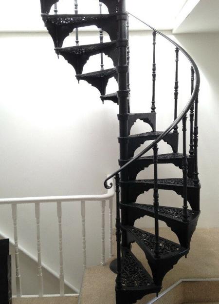 escalera de caracol adornada