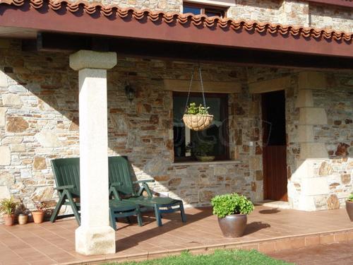 El porche un lugar de estar en el exterior de casa - Casas pequenas con porche y jardin ...