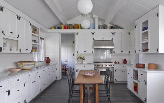 cocina moderna blanca y madera